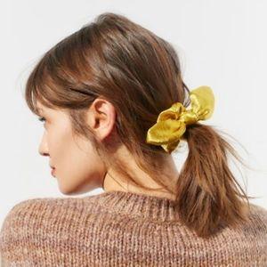 UO Bow Scrunchie